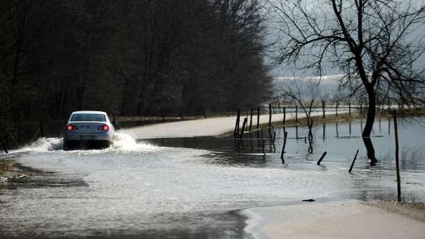Reke bodo naraščale, poplavljalo bo tudi morje (foto: Tamino Petelinšek/STA)