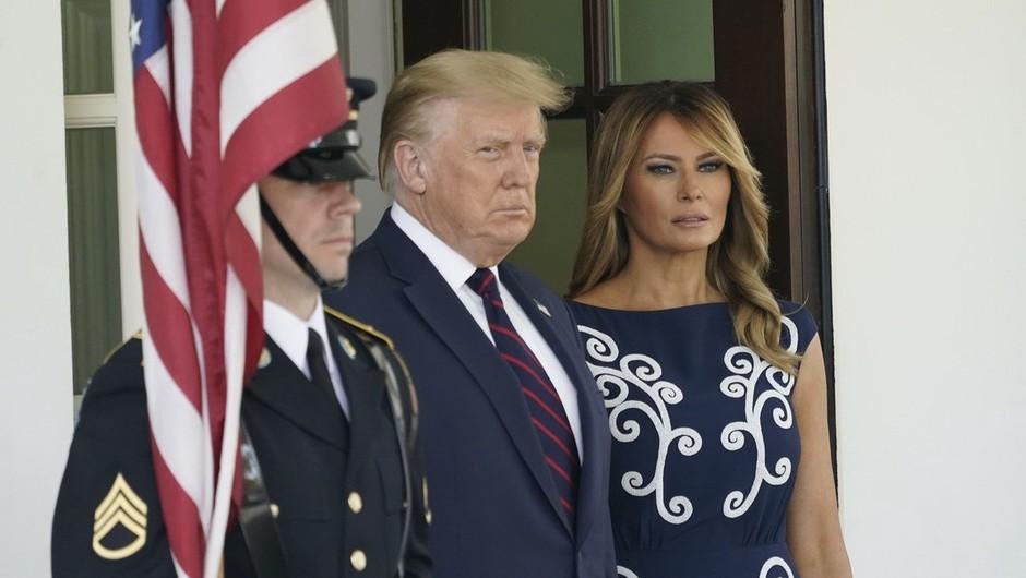 Trump obljubil miren odhod in obsodil vdor v kongres, pozivi k njegovi odstavitvi vse glasnejši (foto: Profimedia)
