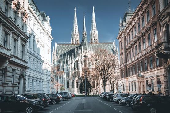 Dunajska neogotska cerkev med pandemijo postala predavalnica
