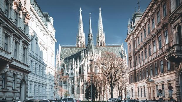 Dunajska neogotska cerkev med pandemijo postala predavalnica (foto: Profimedia)