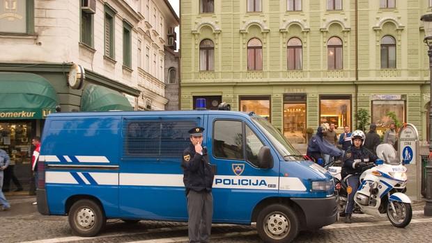 Policijski nadzor prehoda med statističnimi regijami brez posebnih kontrolnih točk (foto: profimedia)