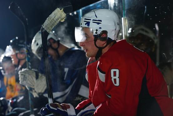 Kako se je okužilo 13 ameriških hokejistov, 57 korejskih plesalcev in 5 slovenskih igralcev squasha