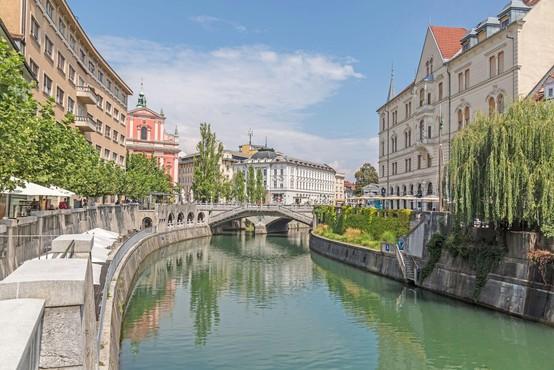 Pordečele še tri slovenske regije, oranžne le še tri na zahodu države