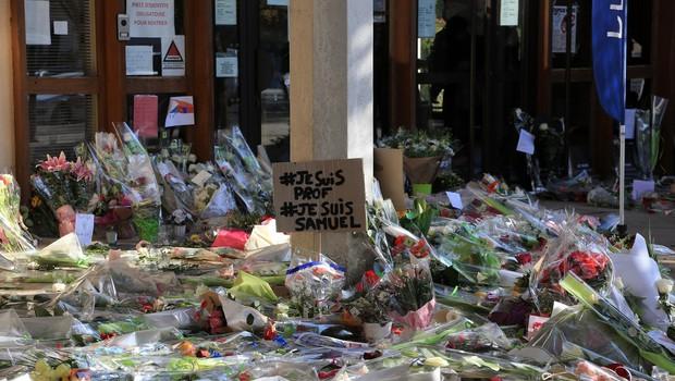 V Parizu shod v podporo umorjenemu učitelju in svobodi izražanja (foto: profimedia)