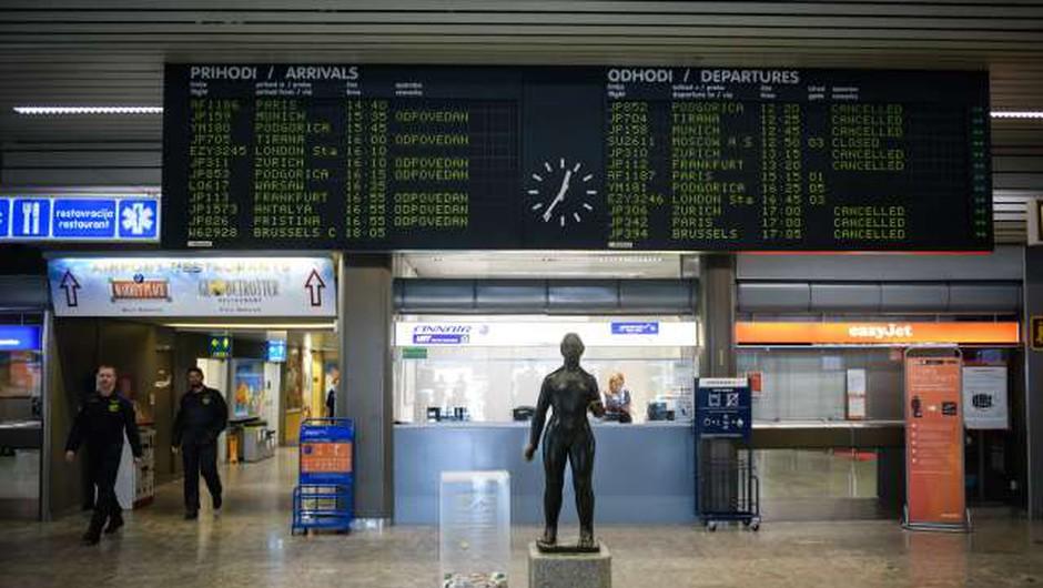 Na ljubljanskem letališču letos 80-odstoten upad števila potnikov (foto: Nebojša Tejić/STA)