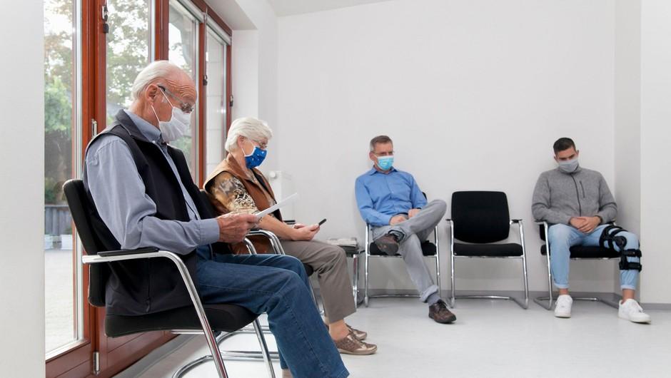 Več kot pol bolnikov s covidom-19 s simptomi še več mesecev po odpustu (foto: Profimedia)