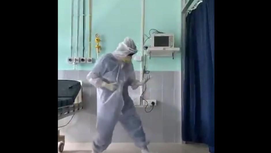 VIDEO: Indijski zdravnik navdušuje milijone s svojim plesom za covid paciente (foto: profimedia)