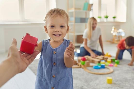 Starši, ki ne bodo potrebovali varstva otrok v vrtcu, bodo oproščeni plačila