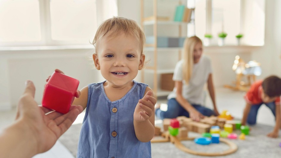 Starši, ki ne bodo potrebovali varstva otrok v vrtcu, bodo oproščeni plačila (foto: profimedia)