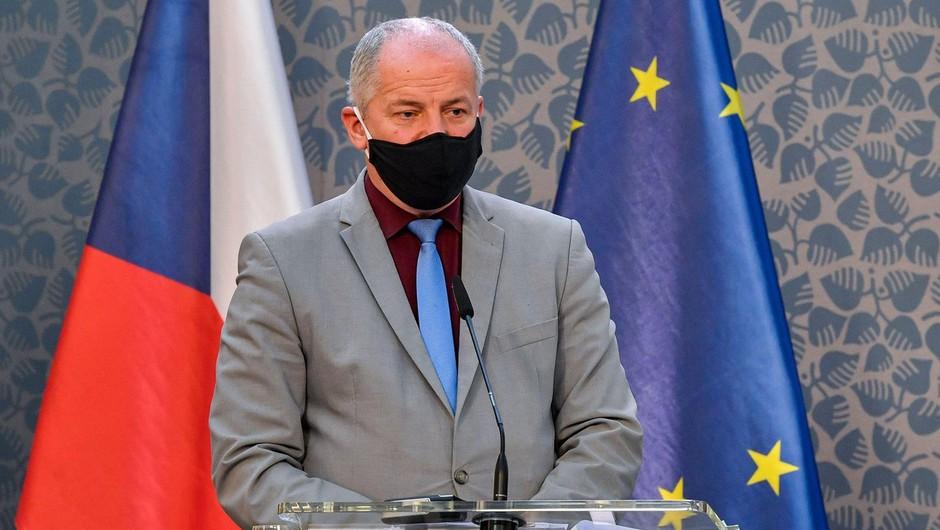 Nespoštovanje protikoronskih ukrepov bo odneslo češkega ministra (foto: profimedia)