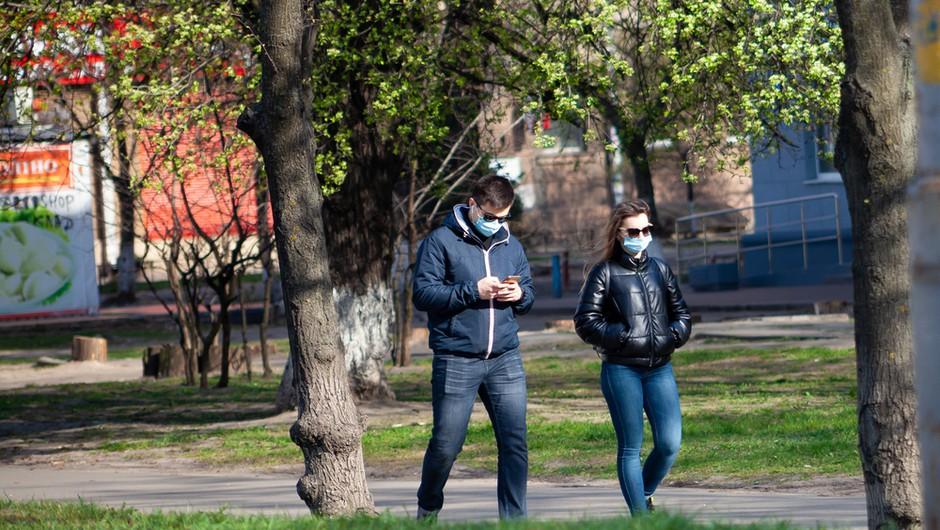 Od danes maske na prostem in zaprti lokali povsod po državi (foto: Shutterstock)