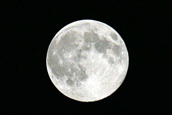 Nasa potrdila, da Luna le ni tako suha kot poper