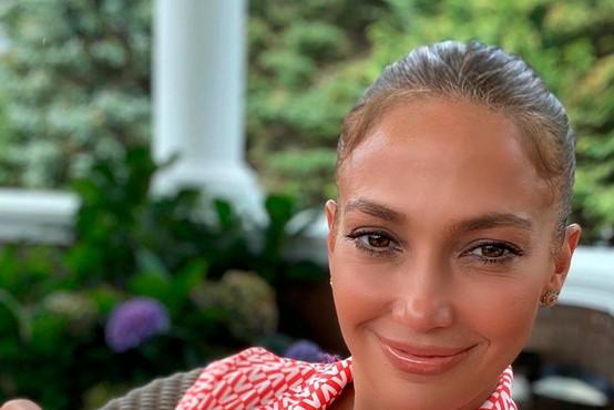 Jennifer Lopez je izbrala jopico te zime (toplo in modno)