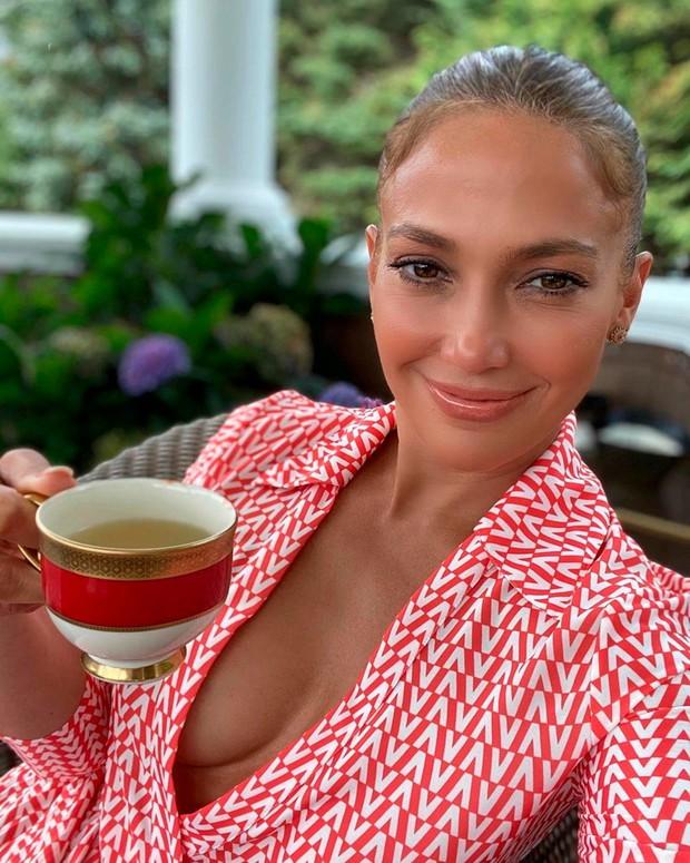 Jennifer Lopez je izbrala jopico te zime (toplo in modno) (foto: Profimedia)