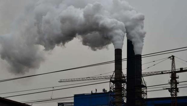 15 odstotkov smrti zaradi covida-19 bi lahko bilo povezanih z onesnaženim zrakom (foto: Xinhua/STA)