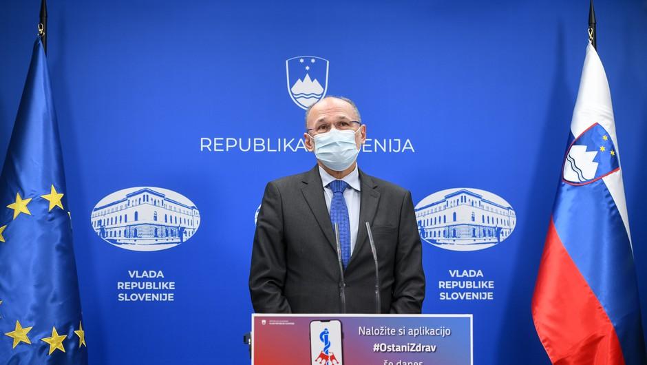 S spremembo režima testiranja na koronavirus se spremeni tudi način spremljanja bolezni (foto: Nebojša Tejić/STA)