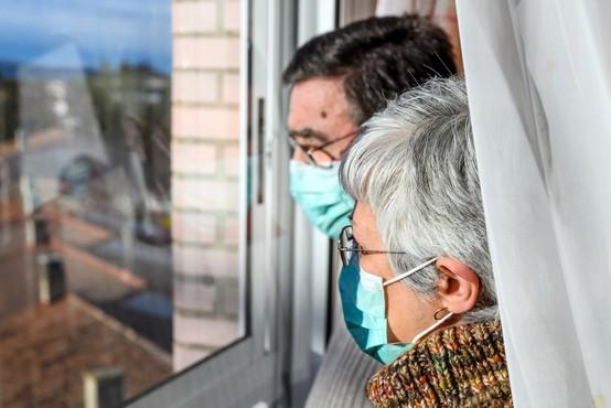 Resnične zgodbe Slovencev in Slovenk o tem, kako so se okužili s koronavirusom