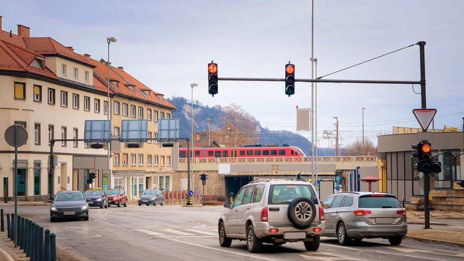 Z današnjim dnem (vsaj) enotedenska prepoved prehajanja med občinami (foto: Shutterstock)