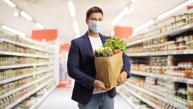 Med epidemijo je še posebej pomembna higiena pri rokovanju s hrano (foto: Profimedia)