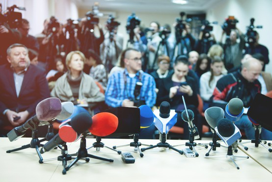 Uredniki slovenskih medijev: Pod pritiski ne bomo klonili