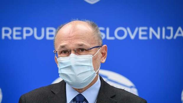 V sredo 2488 okužb z novim koronavirusom (foto: Nebojša Tejić/STA)