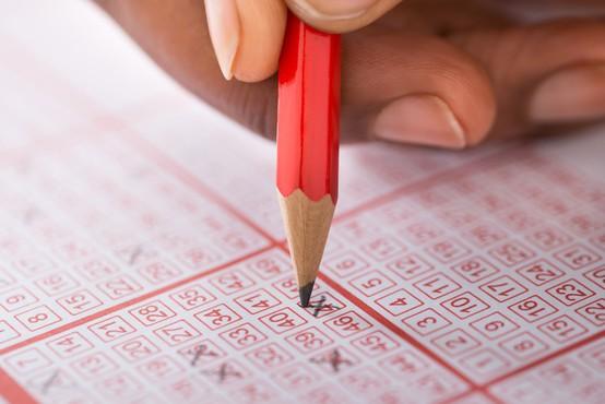 Več zaposlenim pri italijanski državni loteriji je preko prevar uspelo osvojiti milijone