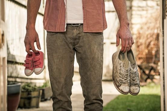 Moški z velikimi stopali pogosteje varajo, ženske z zadnjico Kim Kardashian pa so inteligentnejše
