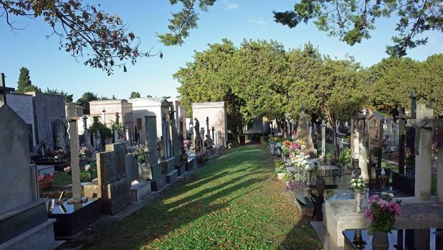 V občini Železniki so začasno zaprli vsa pokopališča (foto: profimedia)