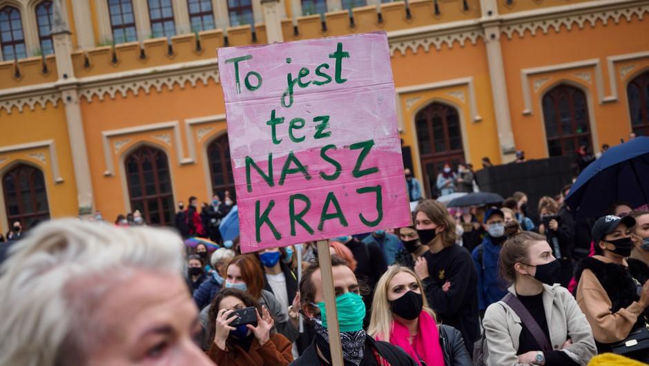 Poljski predsednik za omilitev odločitve ustavnega sodišča o prepovedi splava; podpora protestnikom tudi v Ljubljani (foto: Shutterstock)