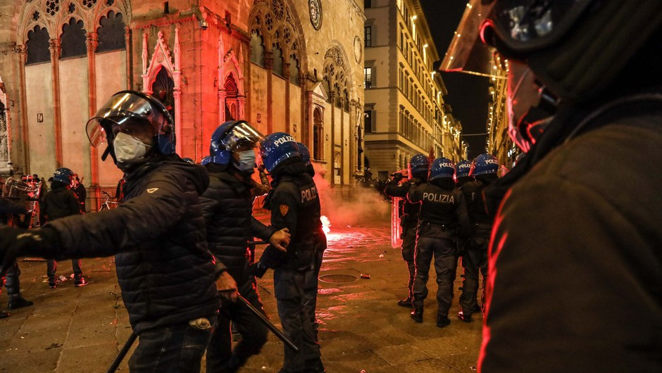 V Italiji rekordno število okužb in protesti, v Avstriji zaostreni ukrepi (foto: profimedia)