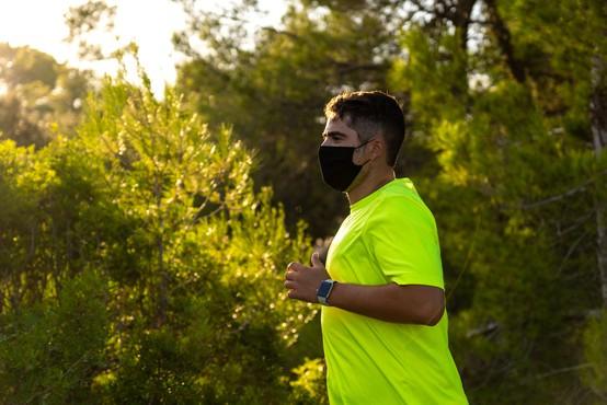 Zdravnik pretekel 35 kilometrov in dokazal, da so maske tudi v tem primeru varne