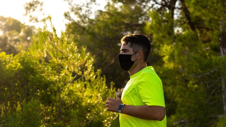 Zdravnik pretekel 35 kilometrov in dokazal, da so maske tudi v tem primeru varne (foto: Shutterstock)