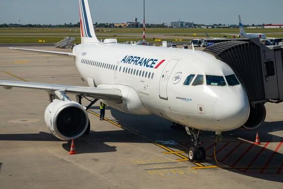 Francoska kompanija Air France zaradi koronavirusa začasno odpovedala lete