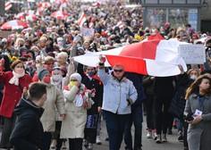 Beloruska policija in vojska nad protestnike tudi z opozorilnimi streli