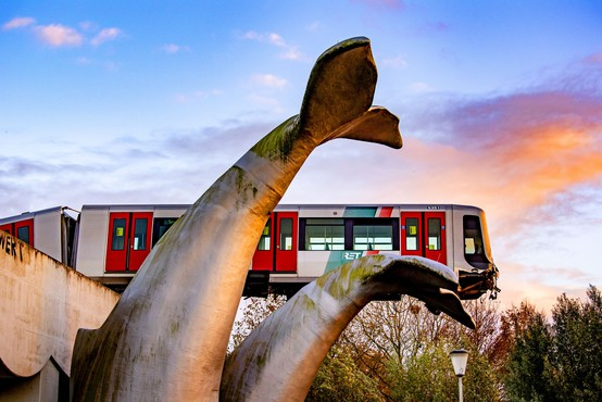 """Skulptura kita na Nizozemskem """"rešila"""" vlak podzemne železnice"""