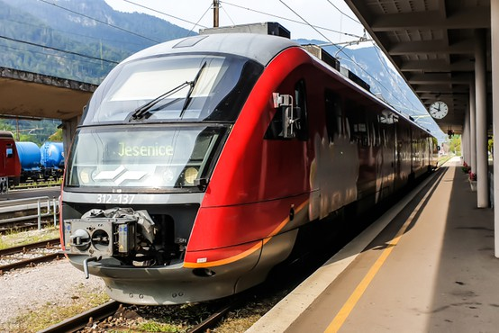 Železniška proga med Kranjem in Jesenicami se zaradi obnove zapira za sedem mesecev