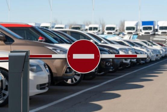 V Sloveniji oktobra za četrtino manjša prodaja osebnih avtomobilov