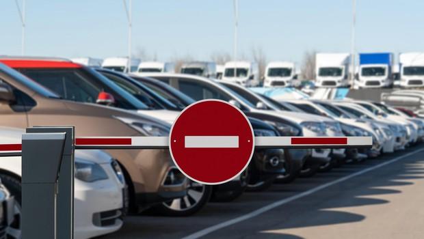 V Sloveniji oktobra za četrtino manjša prodaja osebnih avtomobilov (foto: Profimedia)