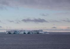 Največja ledena plošča na svetu se približuje odročnemu otoku v južnem Atlantskem oceanu