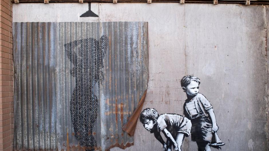 Banksyjeva razstava privabila skoraj toliko obiskovalcev, kot jih muzej obišče v letu dni (foto: profimedia)