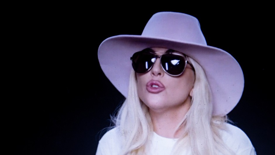 Nekateri zvezdniki, med njimi tudi Lady Gaga, poudarjajo, da je treba prešteti vse glasove (foto: profimedia)
