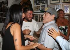 Maradona po operaciji dobro okreva, pred bolnišnico bučna podpora oboževalcev