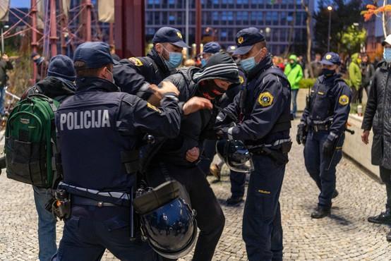 Sindikat policistov: Če vlada ne spoštuje sporazumov, naj si za trepljanje najde druga ramena
