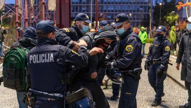 Sindikat policistov: Če vlada ne spoštuje sporazumov, naj si za trepljanje najde druga ramena (foto: profimedia)