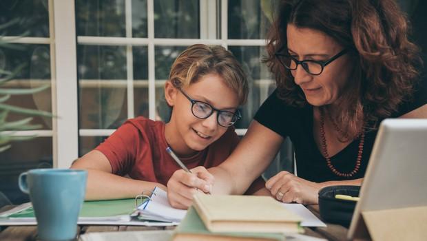 Po podaljšanih počitnicah osnovnošolci pouk nadaljujejo na daljavo (foto: Shutterstock)