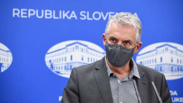 Gantar naj bi poslal predlog za popolno zaprtje države (foto: Nebojša Tejić/STA)