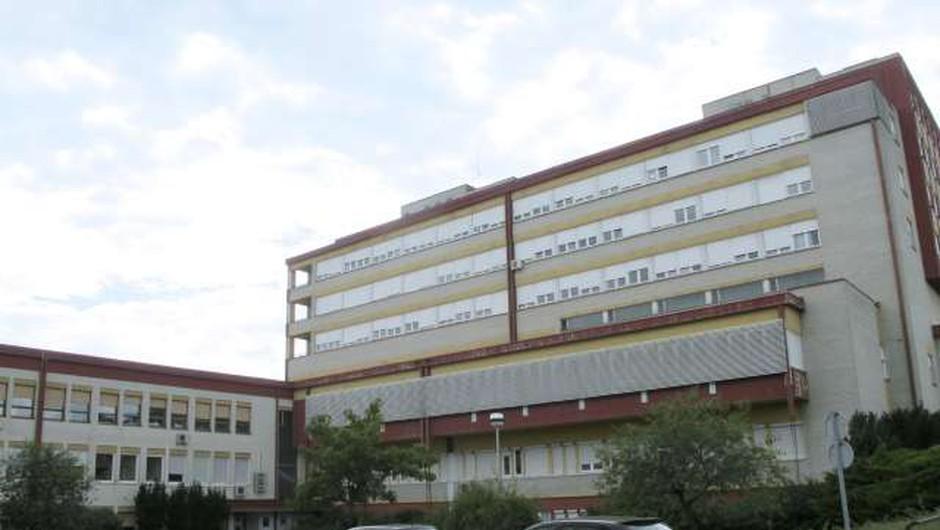 V soboški bolnišnici ne zmorejo več, bolnike s covidom-19 premeščajo v druge bolnišnice po Sloveniji (foto: Andreja Seršen Dobaj/STA)