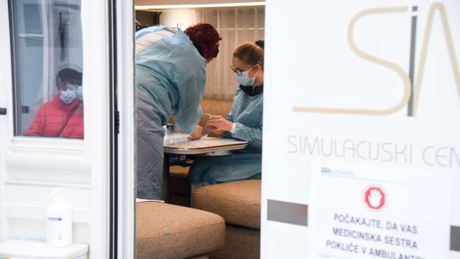 ZD Ljubljana letos prvič nudi možnost cepljenja proti gripi v mobilni enoti (foto: Nebojša Tejić/STA)