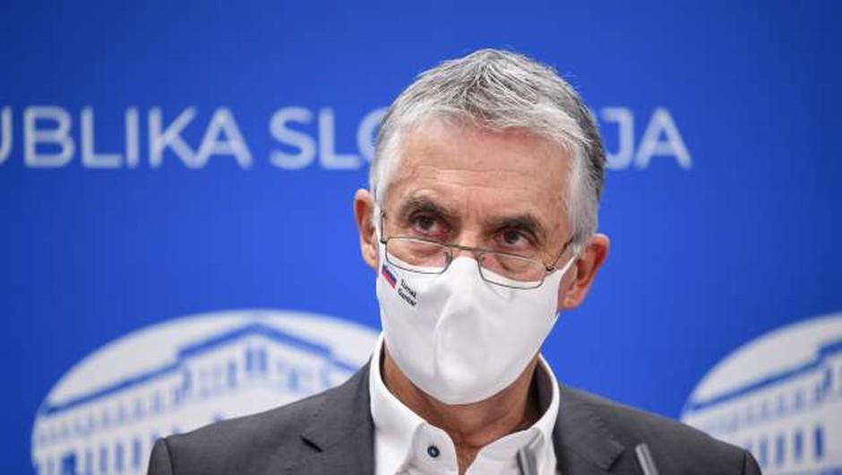 Vsi, ki delajo s covidnimi bolniki, upravičeni do polnega nadomestila v bolniškem staležu (foto: Nebojša Tejić/STA)