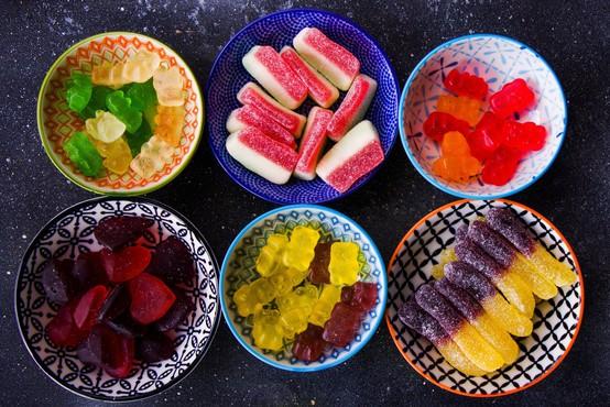 Slovenski otroci in mladostniki zaužijejo preveč sladkorja